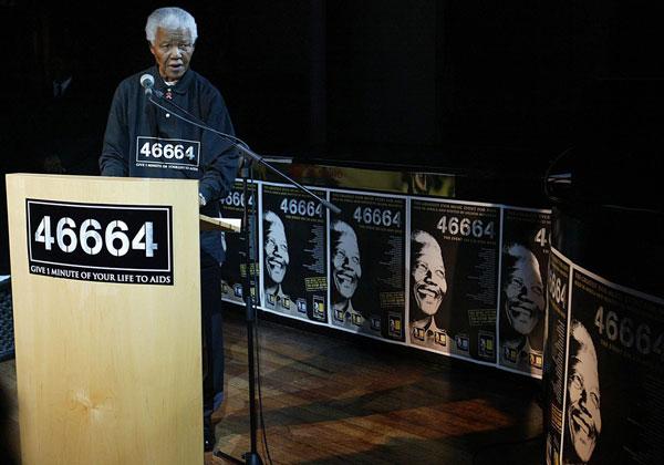 01 avril 2004, Johannesbourg.   Lancement du CD du premier concert organisé pour lever des fonds pour la lutte contre le Sida.   46664, numéro de cellule à Robben Island devient le chiffre emblématique de ce combat.