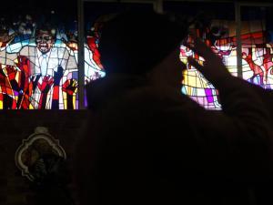 vitraux de l'église Regina Mundi à Soweto représentant Nelson Mandela