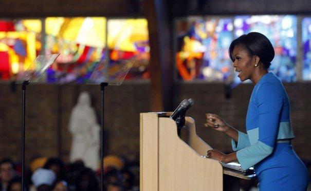 Michelle Obama s'adresse aux jeunes Africains, le 22 juin 2011 à l'église Regina Mundi, à Soweto.