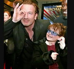 Bono et son salut digital en 666