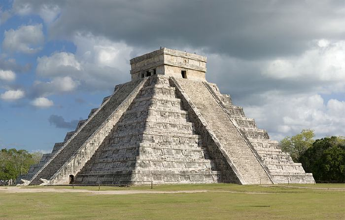 Pyramide de Kukulcan en terrasses