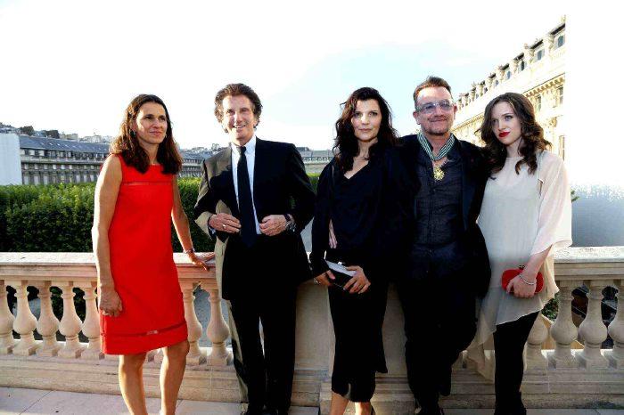 La ministre de la Culture A. Filippetti, Jack Lang et Bono entouré de sa femme et de sa fille