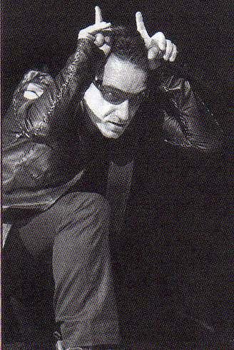 Bono et son salut cornu