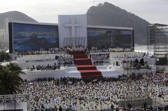 Messe finale donnée par le pape François Ier le 28 Juillet 2013   sur la plage Copacabana à Rio