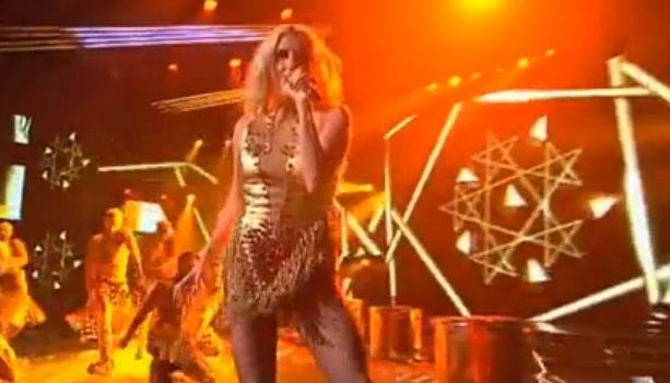 Pentagramme démultiplié sur ses 5 pointes Ke$ha sur scène...