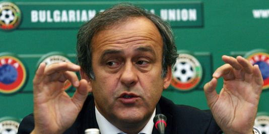 Michel Platini flashant le double 666 digital