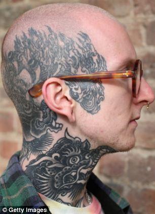 Tatouages tête